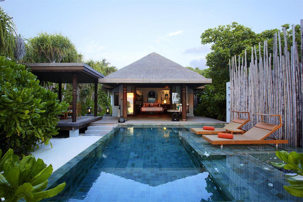 anantara-kihavah-villas-resort